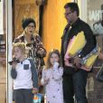 Exclusif - Tori Spelling, son mari Dean McDermott et leurs enfants Liam et Stella vont dans un salon de massage à Studio City, le 11 janvier 2015.