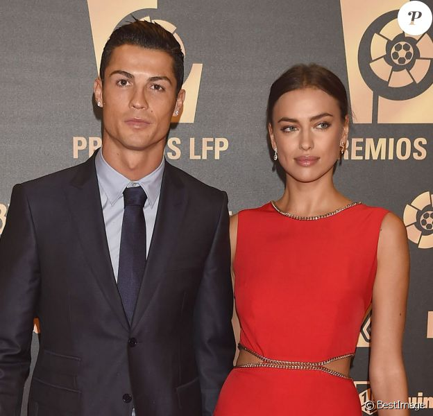 Cristiano Ronaldo et sa petite amie Irina Shayk (robe Love Republic) à la soirée de gala de la Liga de football à Madrid en Espagne le 27 octobre 2014.