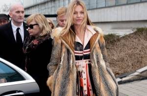 Fashion Week : Kate Moss, souriante et stylée pour le show Louis Vuitton