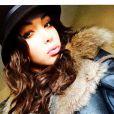Nabilla a dévoilé une photo d'elle habillée de vêtements de luxe. Janvier 2015.