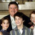Robbie Coltrane, Emma Watson, Daniel Radcliffe et Rupert Grint lors du photocall de Harry Potter et la chambre des secrets à Londres le 28 octobre 2002