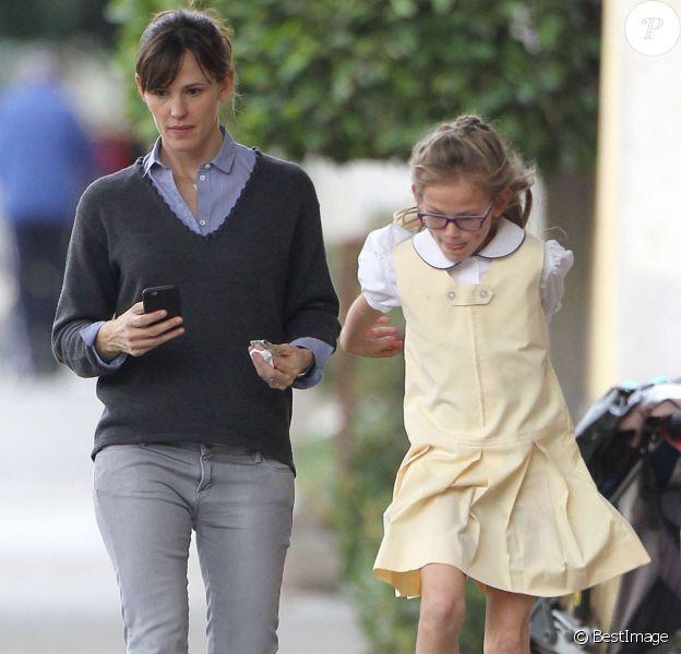 Jennifer Garner emmène sa fille Violet acheter un yaourt glacé à Santa Monica, le 29 janvier 2015