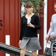 Jennifer Garner et son fils Samuel Affleck sont allés prendre des boissons à emporter à Brentwood Country Mart à Brentwood , le 29 janvier 2015.