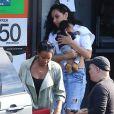 Exclusif - Kelly Rowland et son fils Titan Jewell, dans les bras de Melina Matsoukas, quittent le restaurant My Two Cents après un déjeuner en famille. Los Angeles, le 25 janvier 2015.