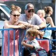 Alyssa Milano, son fils Milo et son mari Dave Bugliari profitent du Labor Day pour aller au Farmer's Market a Studio City. Le 1er septembre 2013
