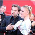 Clovis Cornillac et Lilou Fogli amoureux à Cannes le 15 mai 2011.
