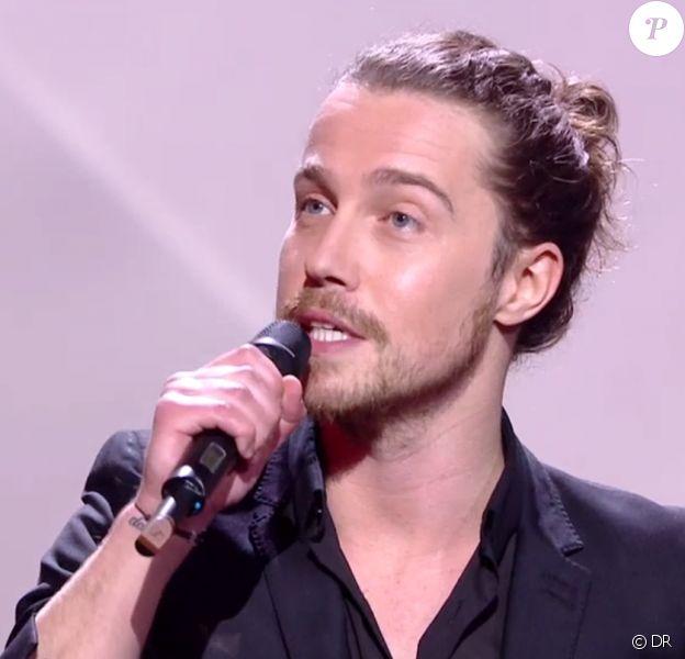 Julien Doré récompensé aux 30e Victoires de la musique, au Zénith de Paris, le 13 février 2015.