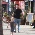 Hilary Duff, son mari Mike Comrie et leur fils Luca dans les rues de Studio City, le 18 février 2015.