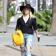 Hilary Duff se promène dans les rues de West Hollywood, le 16 février 2015