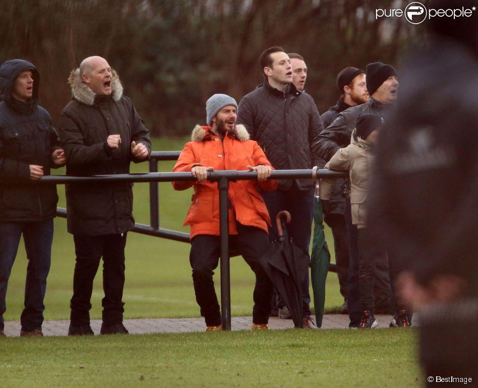 David Beckham, supporter enthousiaste au match de son fils Romeo avec les jeunes d'Arsenal lors d'un match face à Liverpool, le 19 février 2015