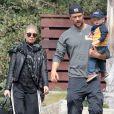 Fergie et son mari Josh Duhamel se promènent avec leur adorable fils Axl à Brentwood, le 20 février 2015