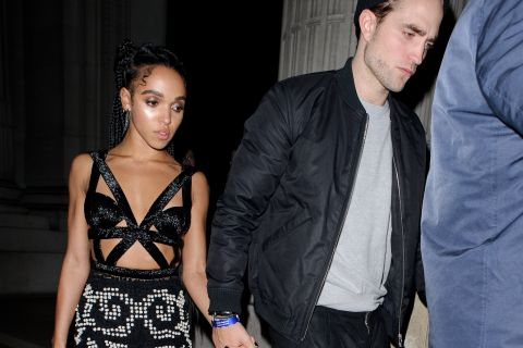 Robert Pattinson console sa belle FKA Twigs après sa défaite aux Brit Awards