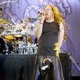 Jonathan Davis (en arrière-plan, David Silveria) et Korn en concert en 2004