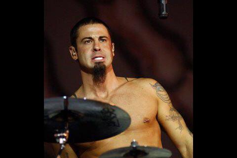 Korn : David Silveria, persona non grata, déclare la guerre au groupe