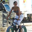 """""""Nicole Murphy profite d'un après-midi sur une plage de Miami. Le 1er mars 2015."""""""
