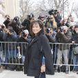 """Anne Sinclair - Arrivées au défilé de mode """"Chanel"""", collection prêt-à-porter automne-hiver 2015/2016, à Paris. Le 10 mars 2015"""