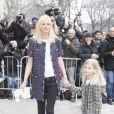 """Carmen Kass et sa fille - Arrivées au défilé de mode """"Chanel"""", collection prêt-à-porter automne-hiver 2015/2016, à Paris. Le 10 mars 2015"""