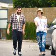 Exclusif - Lena Headey (enceinte) se promène avec un ami dans les rues de Studio City, le 26 février 2015.
