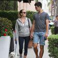 Novak Djokovic accompagné de sa belle Jelena Ristic promène ses chiens à West Hollywood, le 10 mars 2015