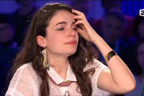 ONPC - Yael Naim : Emue aux larmes face à l'histoire d'une famille brisée...