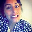 Anaïs dévoile ses belles dents après avoir fait faire un blanchiment. Janvier 2015.