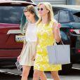 Reese Witherspoon lors du dimanche de Pâques se rend à l'église en famille avec ses enfants et son mari, à Los Angeles, le 5 avril 2015