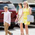 Reese Witherspoon avec Ava, Deacon et Tennessee ainsi que son mari Jim, lors du dimanche de Pâques se rend à l'église en famille, à Venice, Los Angeles, le 5 avril 2015