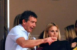Antonio Banderas : Pâques avec sa jeune chérie... et le fils de Melanie Griffith