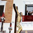 Antonio Banderas, sa girlfriend Nicole Kimpel et le fils de Melanie Griffith, Alexander Bauer, assistent à la procession de la semaine sainte à Malaga, le 2 avril 2015.