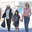 Exclusif - Johnny Hallyday, sa femme Laeticia et leur fille dans les rues de Los Angeles, le 27 mars 2015