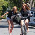 Exclusif - Noah Cyrus fait du skateboard avec une amie a Los Angeles, le 8 aout 2013.