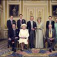 Photo officielle du mariage du prince Charles et de Camilla Parker Bowles en famille, à Windsor le 9 avril 2005