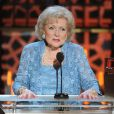 Betty White sur la scène des 2015 TV Land Awards au Saban Theater, à Beverly Hills, le 11 avril 2015