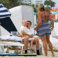 Lilly Becker, l'épouse de Boris Becker, profitait du soleil et de la plage de l'hôtel Marriott de Miami avec son fils Amadeus et le frère de celui-ci, Elias, le 12 avril 2015