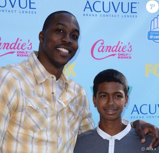 Dwight Howard et son fils Braylon, lors des Teen Choice Awards 2013 au Gibson Amphitheatre de Los Angeles, le 11 août 2013