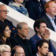 Jean-Claude Darmon et Marc Lavoine lors de la rencontre entre le Paris Saint-Germain et le FC Barcelone en quart de finale de la Ligue des champions, le 15 avril 2015 au Parc des Princes à Paris