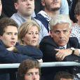 EXCLUSIF - Claire Chazal avec son fils François Poivre d'Arvor et un ami, le banquier Christophe de Backer, lors de la rencontre entre le Paris Saint-Germain et le FC Barcelone en quart de finale de la Ligue des champions, le 15 avril 2015 au Parc des Princes à Paris