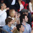 Nagui, sa femme Mélanie Page, Yannick Noah et son fils Joalukas lors de la rencontre entre le Paris Saint-Germain et le FC Barcelone en quart de finale de la Ligue des champions, le 15 avril 2015 au Parc des Princes à Paris
