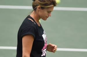 Amélie Mauresmo, enceinte : Ses premières rondeurs s'invitent à la Fed Cup !