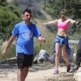 Semi-exclusif - Miley Cyrus fait de la randonnée avec des amis à Los Angeles, le 16 avril 2015.
