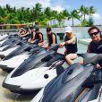 Heather Locklear passe quelques jours de vacances avec son ex-mari Richie Sambora et leur fille Ava en Polynésie Française, à Bora Bora. La petite famille a profité de tous les attraits de cette île : baignade, paddle, scooter des mers et même quad.... Du 2 au 5 avril 2015