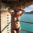 Heather Locklear passe quelques jours de vacances avec son ex-mari Richie Sambora et leur fille Ava en Polynésie Française, à Bora Bora. Du 2 au 5 avril 2015
