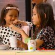 Quitterie et Charlotte, les deux filles de Hélène Darroze, dans  Top Chef 2015 , le 9 mars 2015 sur M6.