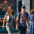 Helena Christensen et son compagnon Paul Banks (du groupe Interpol) dans les rues de New York, le 17 octobre 2013.