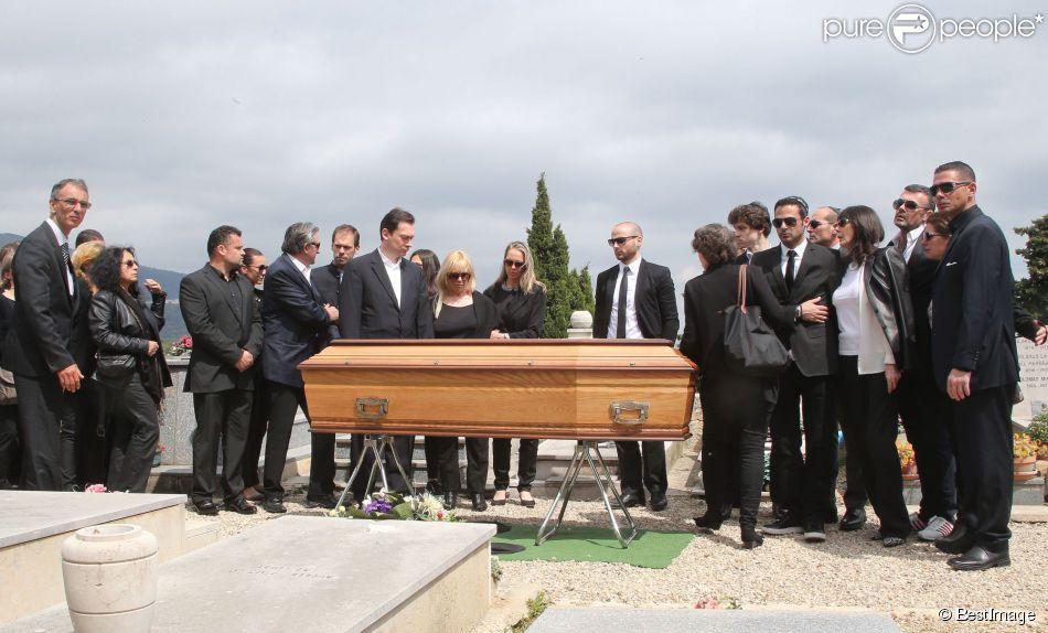 Sabine Anthony sa deuxième épouse et ses fils Alexandre, Xavier et Cédric lors des obsèques de Richard Anthony, le vendredi 24 avril 2015, à Cabris, ainsi que sa dernière compagne Elisabeth Cruchet, sa soeur Manu le Prince et des amis proches.