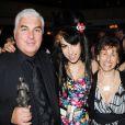 Amy Winehouse avec son père Mitchell et sa mère Janis lors des Ivor Novello Awards à la Grovesnor House de Londres, le 22 mai 2008