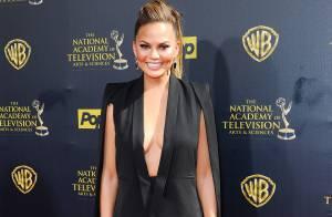Chrissy Teigen, bombesque devant la sexy Tyra Banks aux Daytime Emmy Awards