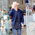 Justin Bieber lors d'un déjeuner avec sa petite soeur Jazmyn, Kendall Jenner et Hailey Baldwin à Los Angeles, le 23 avril 2015