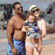 Exclusif - Alfonso Ribeiro passe ses vacances sur la plage de Maui avec sa femme enceinte Angela Unkrich et leur fils Alfonso Ribeiro Jr à Hawaï le 9 décembre 2014.