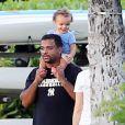 Alfonso Ribeiro, sa femme Angela Unkrich, enceinte, et leur fils Alfonso Ribeiro Jr passent des vacances en famille à Hawaii, le 7 décembre 2014